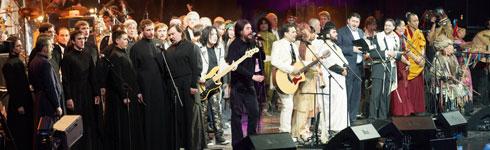 Юбилейный концерт группы «Цветы». Песня «Свет и радость» в исполнении представителей 5 мировых религиозных конфессий (христианство, индуизм, ислам, буддизм, иудаизм), этнических музыкантов и звезд поп и рок музыки.